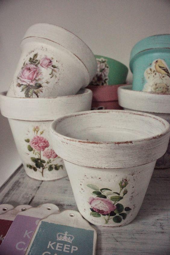 Get a vintage flowerpot with decoupage technique